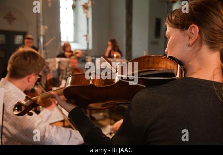 La Norvège église Selbu Trondheimsolistene musicien orchestre de chambre à cordes violonistes Banque D'Images