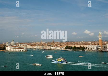 Toits de Venise Italie Canale di San Marco La Place Saint Marc. Piazza San Marco ( à droite de l'image) HOMER SYKES Banque D'Images