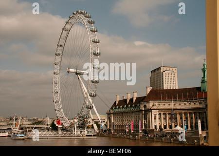 London Eye, rive sud du pont de Westminster au cœur de Londres Banque D'Images