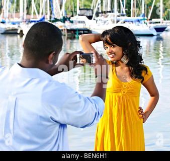 Beautiful woman posing for vacation photo de Harbour Banque D'Images
