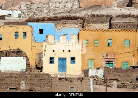 Le vieux village de Gourna / Kurna sur la rive ouest du Nil, dans la Vallée des Rois, Louxor, Egypte, Afrique du Banque D'Images