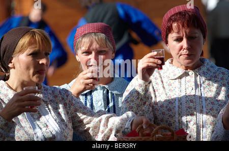 Les femmes en costume traditionnel de l'GyorHungary Banque D'Images