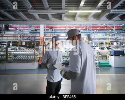 Location de travailleurs d'usine En usine Banque D'Images