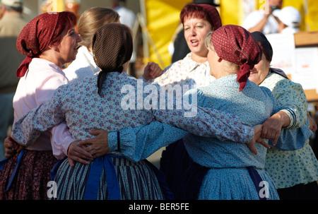 Les femmes en costume traditionnel de la région de Gyor - Hongrie Banque D'Images