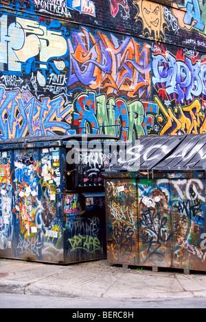 Tout est couvert de graffitis. Banque D'Images