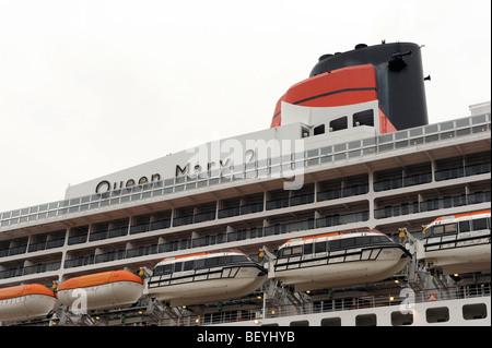 Cunard Queen Mary 2 croisière amarrés à Liverpool Banque D'Images