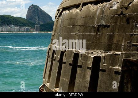 Le mont Sugarloaf rock vu à partir de la forteresse de Copacabana, Rio de Janeiro, Brésil Banque D'Images
