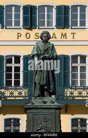 Statue de Beethoven devant le bureau de poste sur la place de la cathédrale, Bonn, Berlin, Germany, Europe Banque D'Images