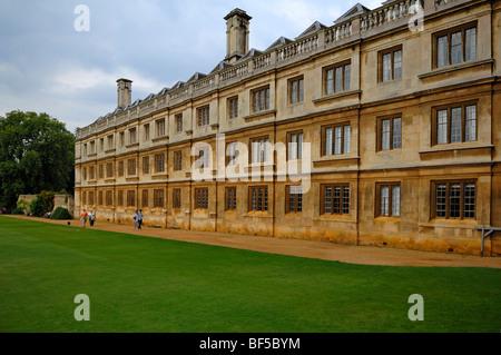 """Vue partielle de la """"King's College"""", fondée en 1441 par le Roi Henry VI., King's Parade, Cambridge, Cambridgeshire, Banque D'Images"""