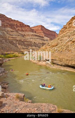 River Runners en flottant au-dessus de la Rivière San Juan Mexican Hat, Utah, USA Banque D'Images