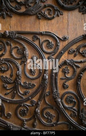 Close up image de la porte avant de la cathédrale Notre-Dame de Paris, France. Banque D'Images
