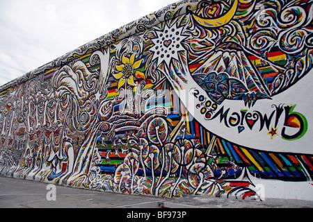 Le mur de Berlin, à l'East Side Gallery, un 1.3km-longue section du mur près du centre de Berlin Banque D'Images