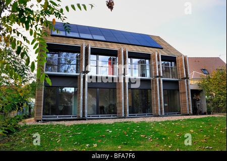 """Paris, France, maison verte, panneaux solaires intégrés, """"Maison Passive' 'Maison Passive','eco house' à l'extérieur Banque D'Images"""
