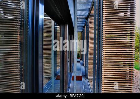 Paris, France, Maison verte, 'Maison passive', détail éco-maison, abat-jour en bambou, portes vitrées isolées, bâtiment Banque D'Images