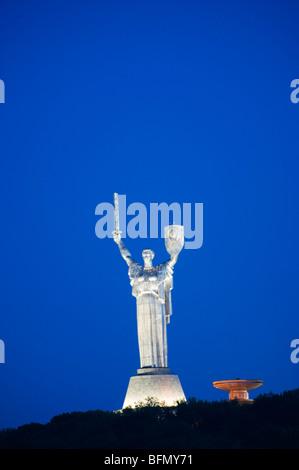 L'Ukraine, Kiev, Rodina Mat, Nations Unies Mère Défense de la patrie monument (la Dame de fer), Musée de la Grande Banque D'Images