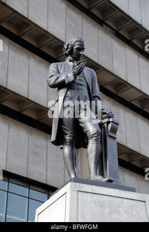 Statue de Joseph Priestley dans Chamberlain Square, Birmingham, West Midlands, England, UK Banque D'Images