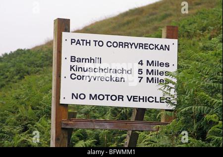 Un signe sur une piste près de Lealt, extrémité nord de l'île écossaise de Jura. Banque D'Images