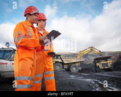 Avec les travailleurs des mines de charbon dans le presse-papiers Banque D'Images