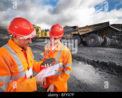 Les travailleurs de mine de charbon de l'inspection Banque D'Images