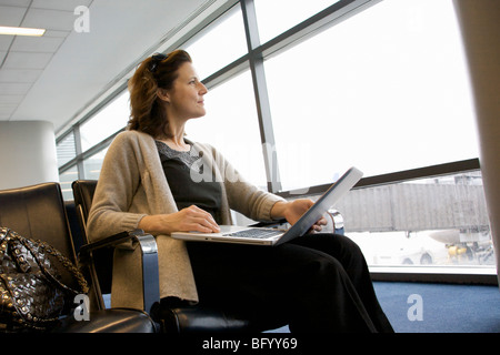 Woman on top tour in airport Banque D'Images