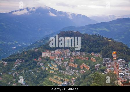 Vue de la basse ville et Damovar la construction de téléphériques, Gangtok, Sikkim, Inde, Asie Banque D'Images