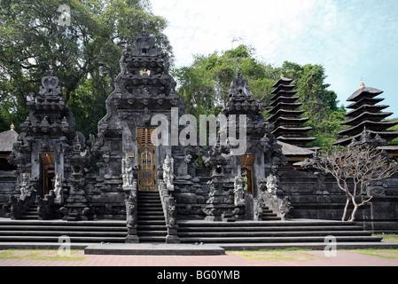 Pura temple Goa Lawah à Bali, également connu sous le nom de Bat Cave Temple parce que des milliers de chauves-souris Banque D'Images
