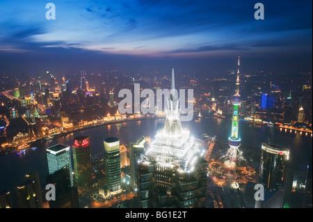 Et Jinmao Pearl Tours et toits de Pudong, Shanghai, Chine, Asie Banque D'Images