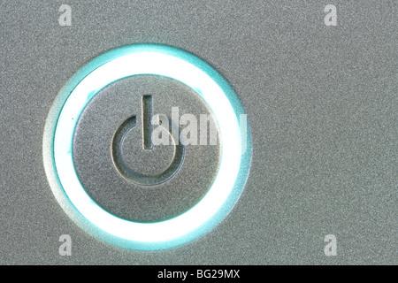 Bouton d'alimentation close-up copie espace sur la droite Banque D'Images