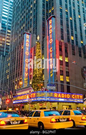 Le Radio City Music Hall Les lumières de Noël Banque D'Images