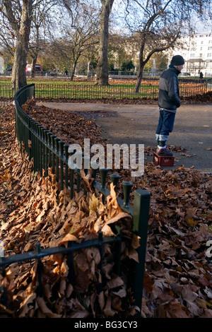 Un homme debout sur une boîte à Speakers Corner à Hyde Park Londres