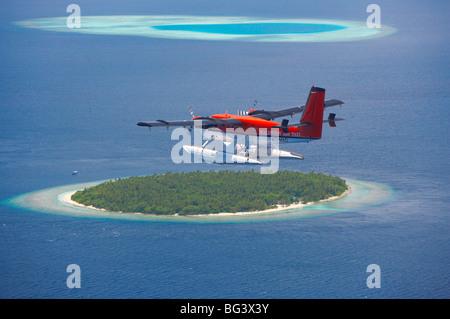 Maldivian Air Taxi volant au-dessus des island, Maldives, océan Indien, Asie Banque D'Images
