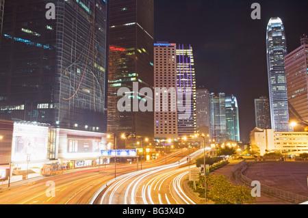 Freeway le long du port de Hong Kong