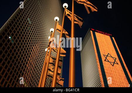 Israël, Tel Aviv, un drapeau israélien à l'Azrieli Center le jour de l'indépendance Banque D'Images