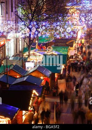 Le marché allemand à Bimingham City Centre à Noël. New Street. Banque D'Images