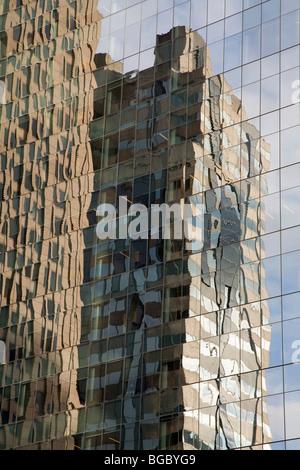 Reflets dans les tours d'immeuble; Philadelphia, Pennsylvania, USA Banque D'Images