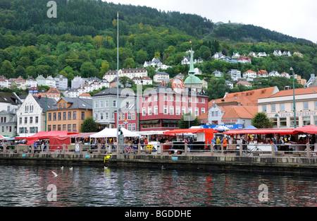Marché aux poissons de Bergen, Norvège, Scandinavie, dans le Nord de l'Europe Banque D'Images