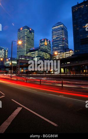 Canary Wharf Tower, bâtiment et Citi HSBC Building vu de Aspen Way, peuplier Banque D'Images