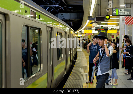 Train approchant. La ligne Yamanote. Tokyo, Japon Banque D'Images