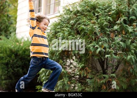 garçon sautant