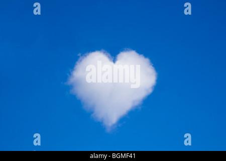 Un nuage en forme de coeur Banque D'Images