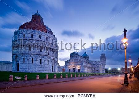 Le baptistère, le Duomo et de la Tour de Pise, la Piazza dei Miracoli, Pisa, Italie. Banque D'Images