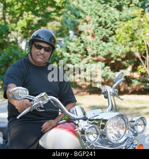Senior man sitting on a motorcycle Banque D'Images