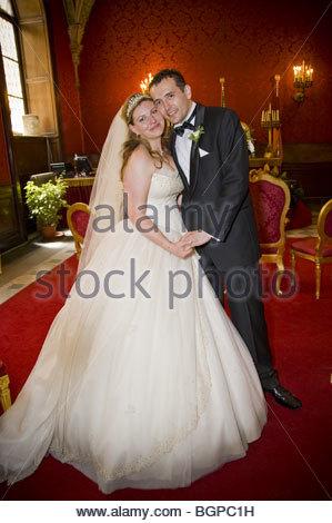 Mariée et le marié à l'hôtel de ville Banque D'Images