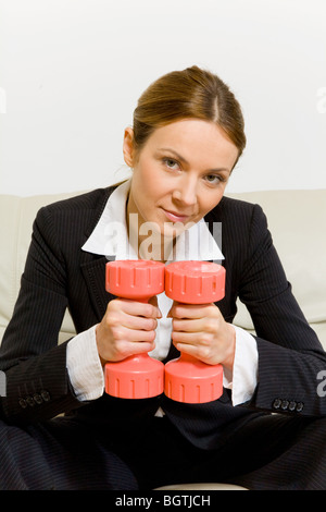 Business Woman with dumbbells Banque D'Images