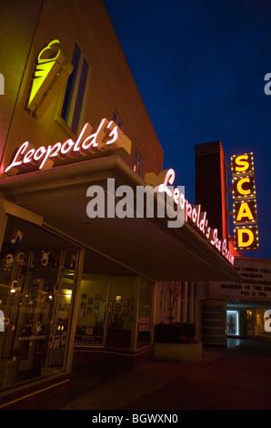 Stocker les panneaux pour Leopold's Ice Cream et Théâtre de nuit, SCAD Savannah, Géorgie, Etats-Unis d'Amérique. Banque D'Images