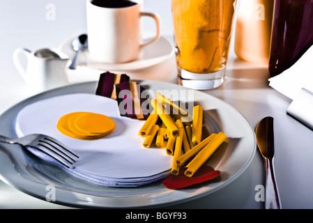Concept de l'alimentation, de faux hôtes réalisée à partir de papier Banque D'Images