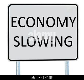 Un ralentissement de l'économie '' signe isolé sur blanc. Banque D'Images