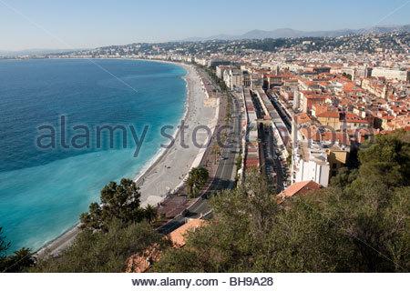 Promenade des Anglais, Le Marché aux Fleurs, Baie des Anges et la ville de Nice à partir du parc de Colline du Chateau Banque D'Images