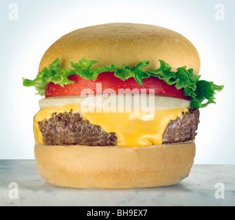 Cheeseburger avec tomato Banque D'Images