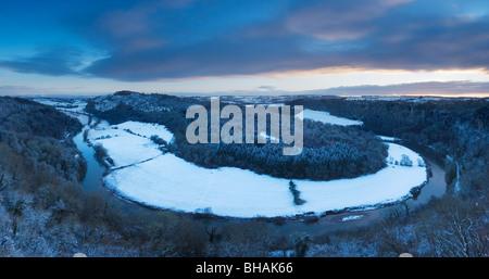 Vallée de la Wye en hiver à Symonds Yat, à l'aube. Herefordshire. L'Angleterre. UK.